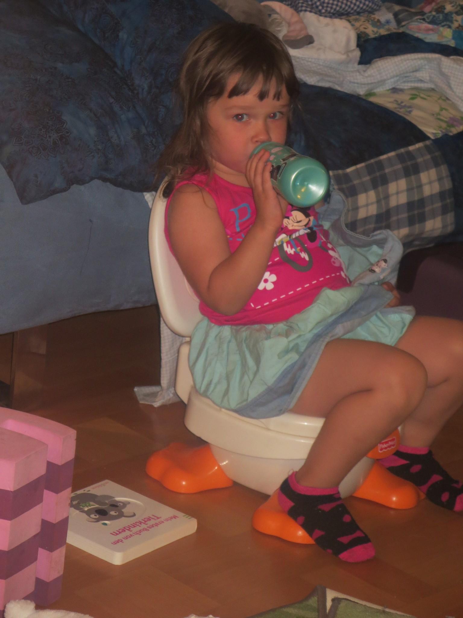 фото дочь писает мне в рот